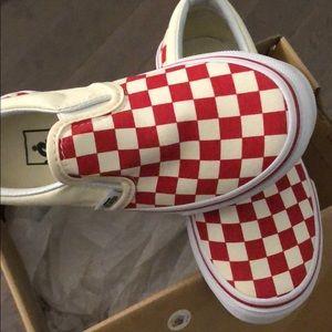 Vans slip on red/white check kids sz11